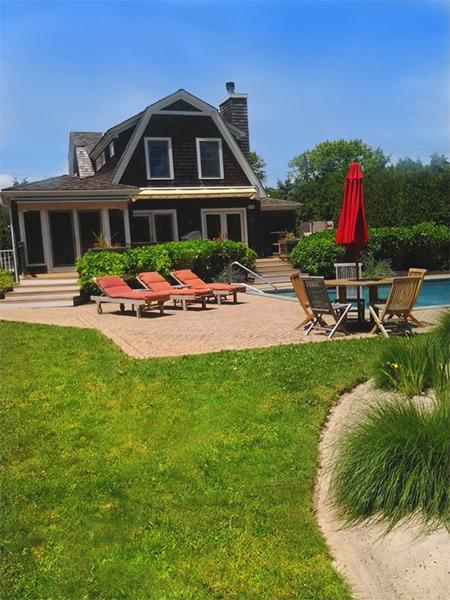 Villa marilyn for Koi pool villa